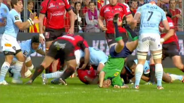 VIDEO. INSOLITE. A'men'donné l'arbitre de rugby Cédric Marchat se met à la gymnastique