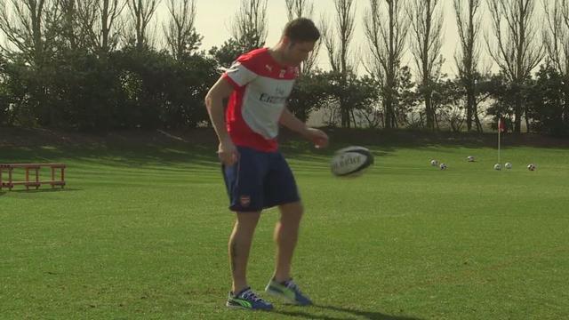 VIDEO. INSOLITE : Quand Olivier Giroud enchaîne les jongles avec un ballon de rugby