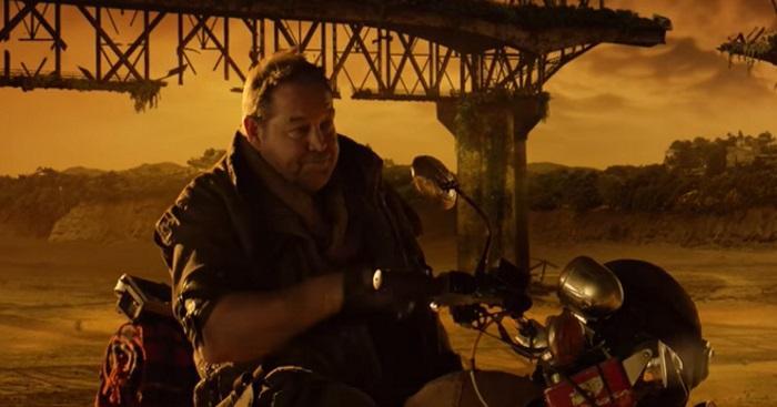 VIDEO. WTF : déguisé en biker en pleine Apocalypse, Steve Hansen crée la polémique pour une publicité