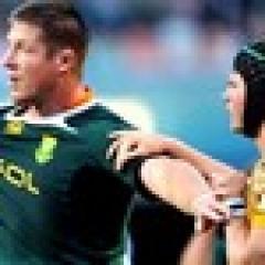 Bakkies Botha colle un tampon énorme sur Berrick Barnes