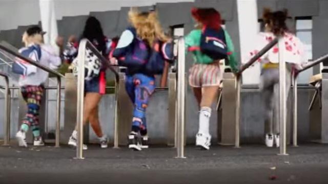 VIDEO. Des filles, de la danse et des gros bouchons, la bande-annonce du Super Rugby est là