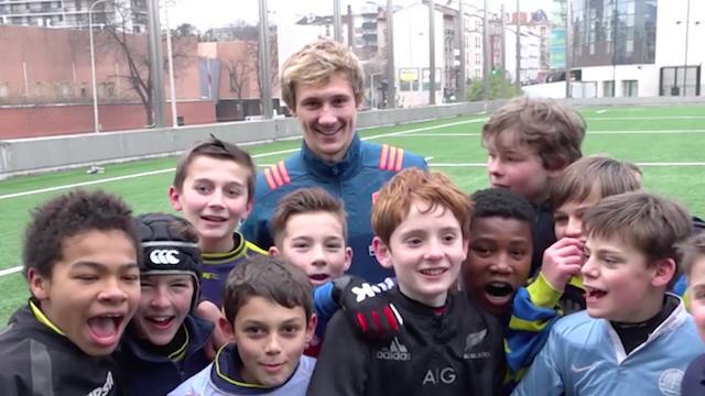VIDÉO. INSOLITE. Le XV de France a laissé un souvenir inoubliable aux jeunes joueurs de Courbevoie