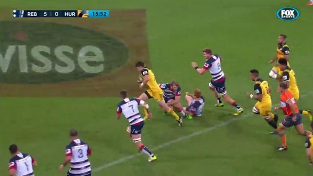 VIDEO. Super Rugby - Hurricanes. Beauden Barrett fait parler son talent pour punir les Rebels