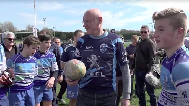 Vidéo. Insolite : Face au refus de la LNR, Bernard Laporte fait signer des contrats fédéraux à des rugbymen normands