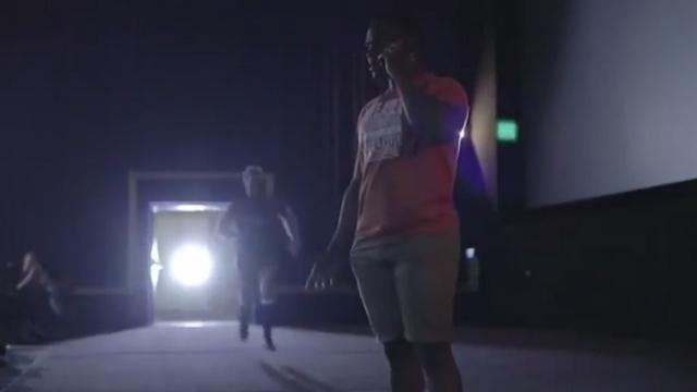 VIDEO. Insolite - Bismarck du Plessis plaque un spectateur dans un cinéma