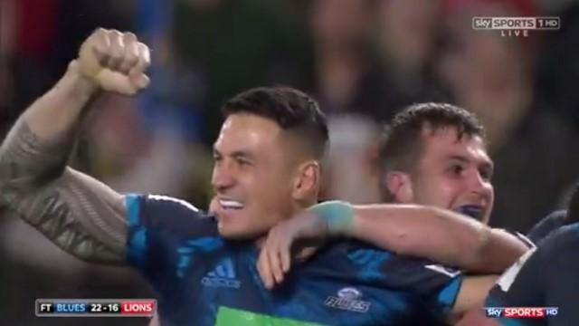 VIDEO. Un essai, un offload sublime : Sonny Bill Williams offre une victoire de prestige aux Blues face aux Lions