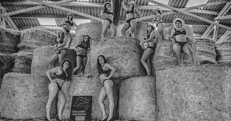 PHOTOS. Les Féminines de l'Union Sportive Vezerienne la jouent sexy dans la paille pour leur calendrier