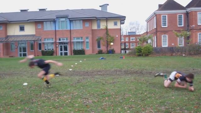 VIDEO. Le rugby pour les nuls - leçon 4 : Comment se faire les croisés...sur une croisée