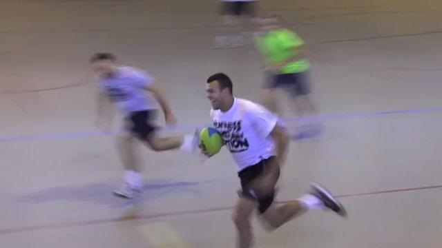 VIDEO. Jo-Wilfried Tsonga et Gaël Monfils s'affrontent au Touch Rugby avant la finale de Coupe Davis