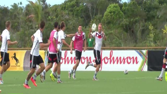 VIDÉO. Coupe du monde de football 2014 : L'équipe d'Allemagne prépare son prochain match en jouant au rugby !