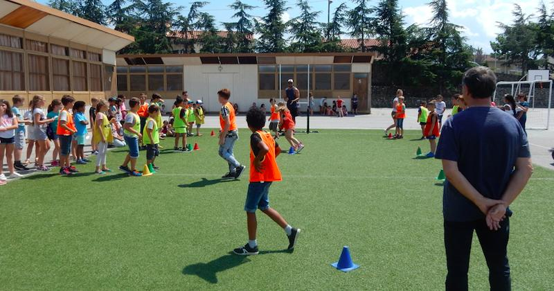 Pour la première fois en France, le rugby sera autorisé dans les cours de récréation !