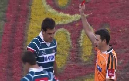 VIDEO. Craig Joubert donne un carton rouge pour... morsure