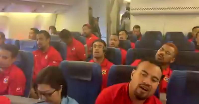Coupe du monde - Dans l'avion, les Tonga nous font frissonner avec un superbe chant [VIDÉO]