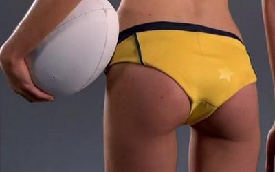Des mannequins en maillot vous expliquent les règles du rugby