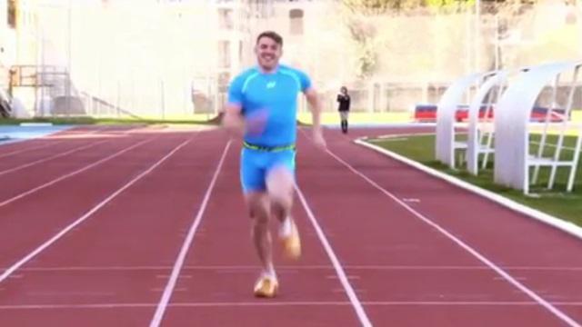 VIDEO. Drew Mitchell se lance un dernier défi avec le record du monde du 100 M... en sabots