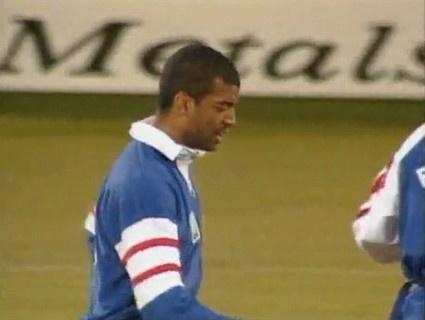 N'Tamack marque contre les Anglais en Coupe du Monde 95