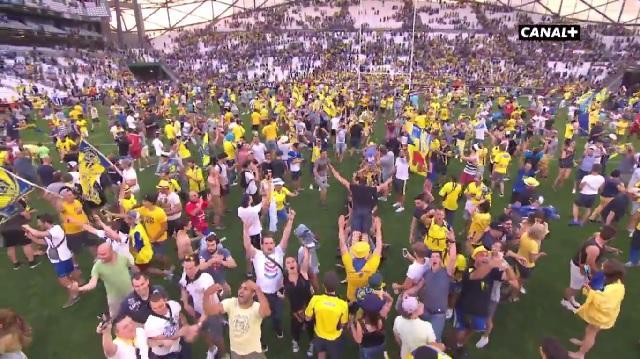 Vidéo. Insolite. Top 14. Demi-finale : Les supporters de Clermont et du Racing envahissent l'Orange Vélodrome