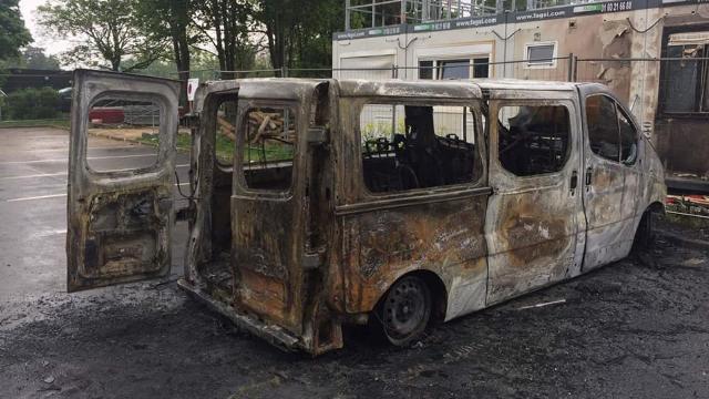 PHOTOS. Fédérale 1 : minibus carbonisé, barnum saccagé... Le club de Massy vandalisé