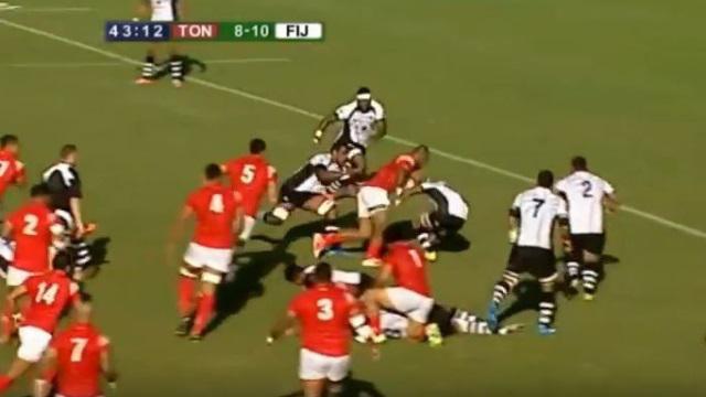 VIDEO. Pacific Nations Cup. Alipate Fatafehi roule sur son adversaire pour le superbe essai des Tonga face aux Fidji