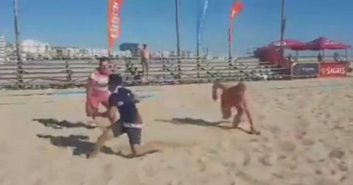 VIDEO. Figueira Beach Rugby : à 1 contre 2, un Français casse les reins de ses adversaires