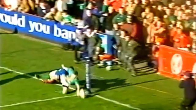 FLASHBACK. 2001. Brian O'Driscoll enrhume la défense du XV de France pour l'essai de la victoire