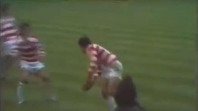 FLASHBACK VIDEO. 1973. La double feinte de passe de Noboyuki Ueyama à Twickenham pour un essai de 65 mètres face à l'Angleterre