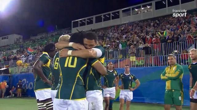 Rio 2016 - Rugby à 7. Francois Hougaard a offert sa médaille de bronze à Seabelo Senatla
