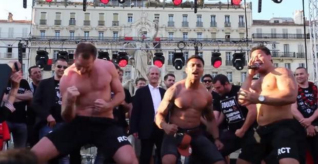 VIDEO. Chris Masoe et les autres All Blacks du RCT font le Haka sur la Rade
