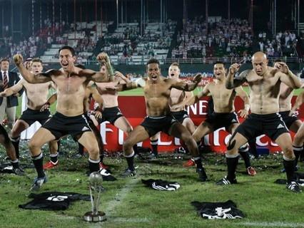 Haka spécial après la victoire des Blacks au Dubai Sevens 2009