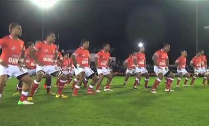 Le Haka des Tonga face à l'équipe anglaise de Newcastle