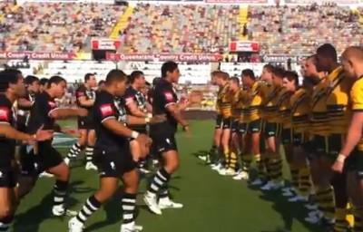 Les Kiwis junior font un Haka impressionnant face aux Australiens en rugby à XIII