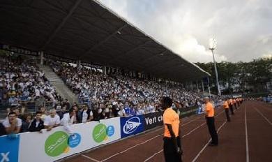 Les supporters bayonnais chantent Hegoak à Jean-Dauger