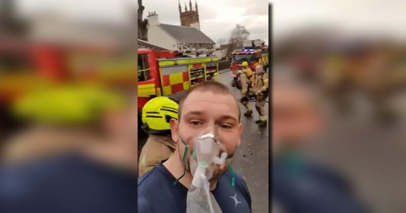 Héroïque Gordon Reid qui a affronté un incendie pour sauver la vie d'un homme