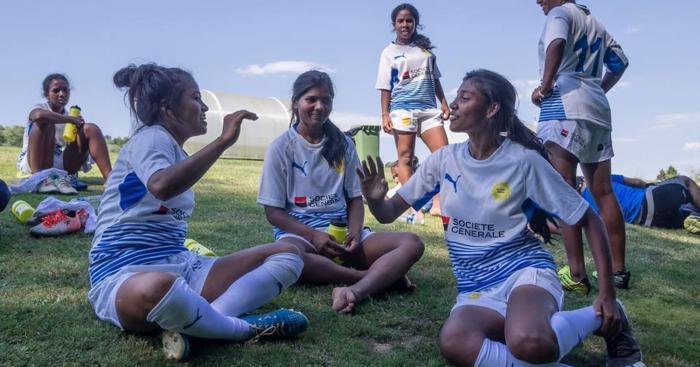 Le temps d'un tournoi, de jeunes rugbywomen indiennes ont découvert Paris et Marcoussis
