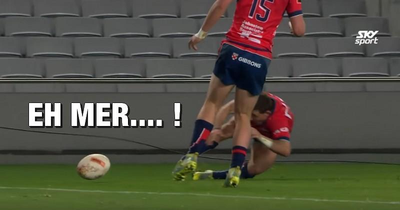 VIDEO. Mitre 10 Cup - Il confond le ballon et son pied pour le raté de l'année