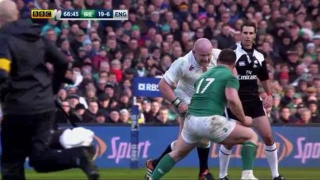 VIDEO. 6 Nations : l'énorme charge tête contre tête de Dan Cole sur Cian Healy