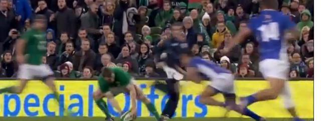 VIDEO. Irlande : La passe entre les jambes magique de Brian O'Driscoll contre les Samoa