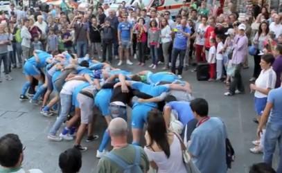 Les internationaux italiens font la promo de leur Test Match face à l'Australie dans la rue !