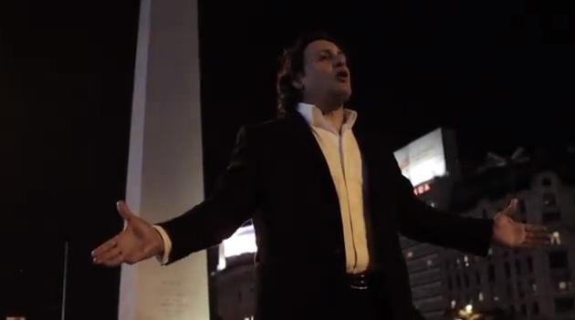 VIDEO. L'ancien pilier Omar Hasan devenu baryton fait vibrer sa luette comme personne