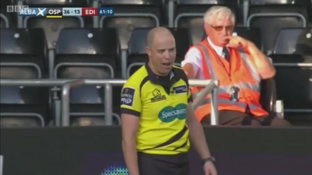 VIDEO. L'arbitre irlandais Peter Fitzgibbon se fait incendier par les commentateurs suite à des décisions surprenantes