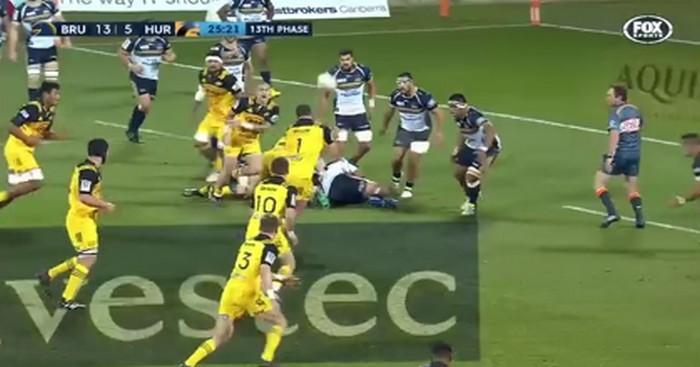 RESUME VIDEO. Super Rugby. La passe décisive de la tête du pilier pour l'essai opportuniste de Jordie Barrett