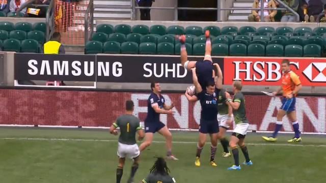VIDEO. London 7s. La prise de balle spectaculaire de Hugh Blake en finale face à l'Afrique du Sud