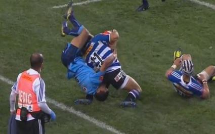 VIDEO. Rudi Paige confond rugby et catch avec ce plaquage très dangereux