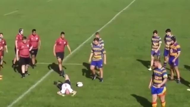 VIDEO. Rugby amateur : l'arbitre tente de jongler mais trébuche sur le ballon