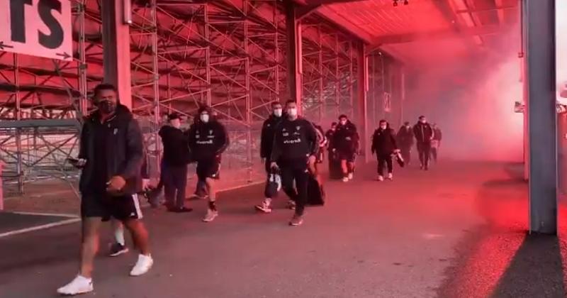 Les supporters brivistes offrent une arrivée au stade en mode Expendables à leurs joueurs [VIDÉO]