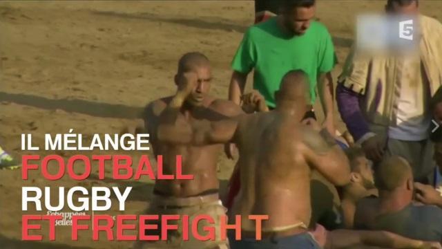 VIDEO. INSOLITE : découvrez le Calcio Storico, sport mélangeant le rugby au football... et au freefight