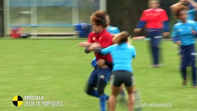 VIDEO. Le cobaye de France 5 découvre le rugby à 7 et se fait malmener par l'équipe de France féminine