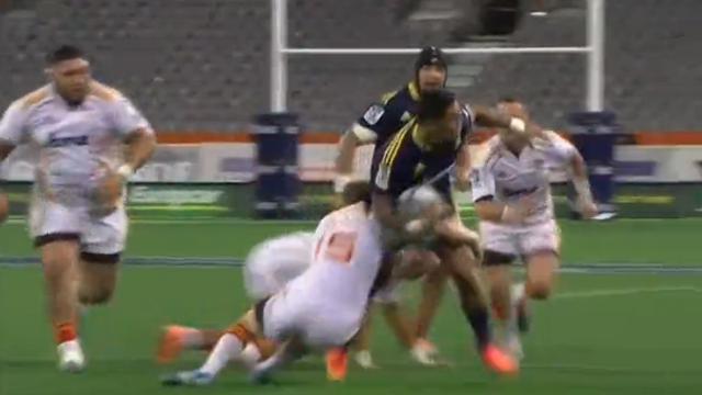VIDÉO. Highlanders - Chiefs : Malakai Fekitoa élimine trois adversaires et passe après-contact pour l'essai