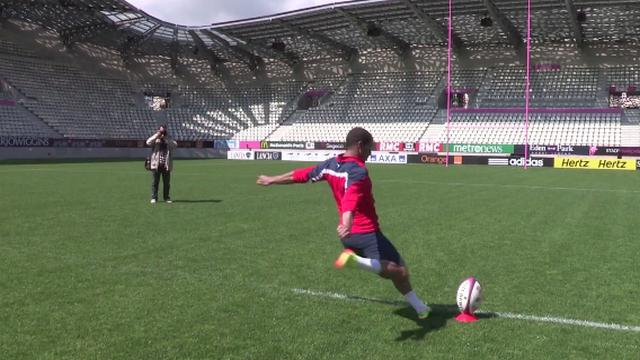 VIDEO. Insolite. Le footballeur du PSG Lucas Moura fait de l'ombre à Morné Steyn avec une pénalité sans forcer des 40m à Jean Bouin