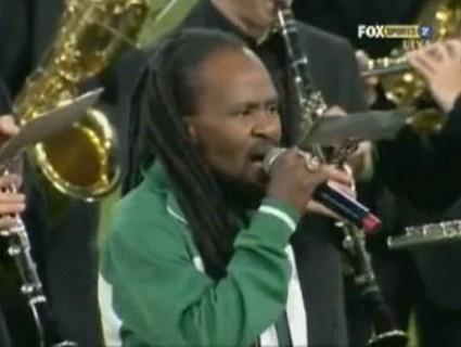 VIDEO. Ras Dumisani massacre de l'hymne sud-africain